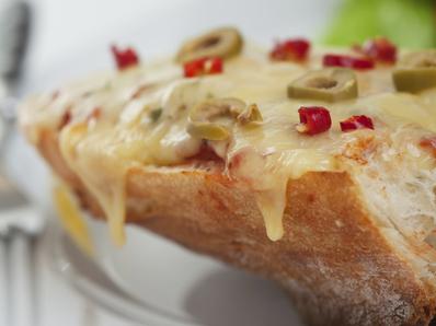 Сандвич с тиквички, маринара и моцарела