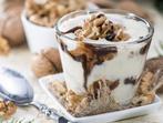Кисело мляко с орехи и шоколад