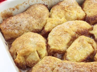 Ябълки в тесто със сладък сос