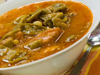 Яхния със зелен фасул и чубрица