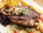 Свинско филе с лук и печурки