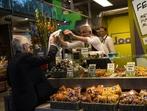 Пазар, жилищна сграда и офис в едно! Възможно само в Ротердам