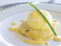 Забулени яйца, поляти с лучен сос