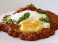 Яйца с доматен сос