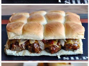 Апетитни бургери със сос барбекю