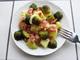 Топла салата с картофи и брюкселско зеле