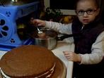 5-годишно дете прави само торта