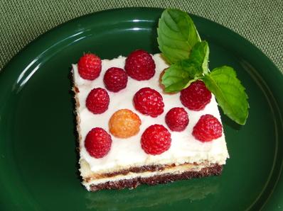 Десерт с малини