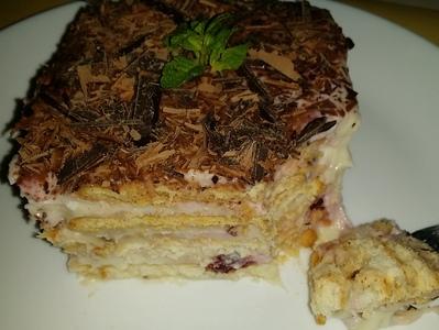 Домашна торта с цедено мляко и крем