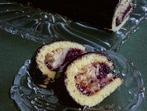 Пандишпаново руло с пълнеж от ягоди