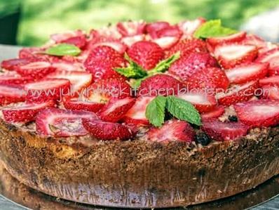 Шоколадов чийзкейк с ягоди