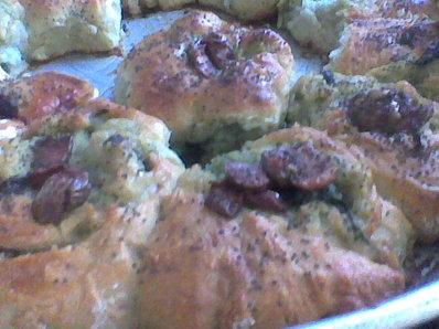 Питки със салам и маслини