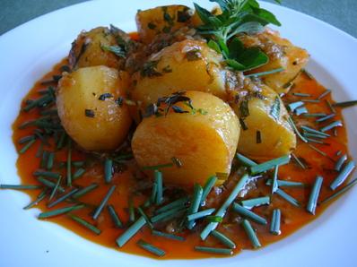 Картофена яхния с много билки