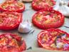 Печени домати с розмарин и чесън