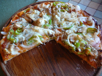 Бърза пица с чушки и лук