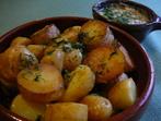 Печени картофи с орехов сос