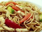 Нудълс със зеленчуци и пиле