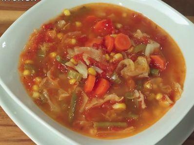 Есенна зеленчукова супа с препечен хляб