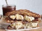 Печен сандвич със сирене и сладолед