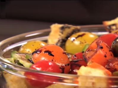 Интересна салата с домати и крутони