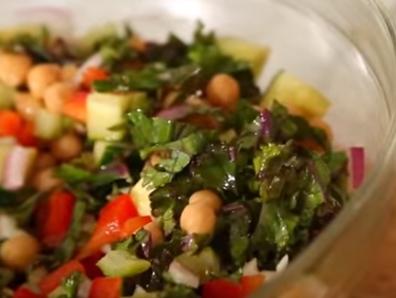 Вкусна салата с нахут