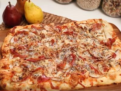 Пица с круши и прошуто