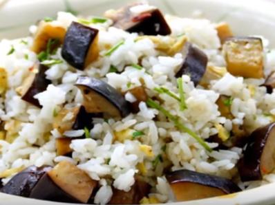 Пържен ориз с патладжан