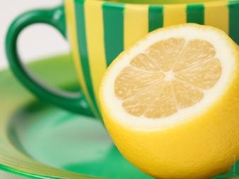 Пиенето на вода с лимон сутрин може да се окаже опасно!