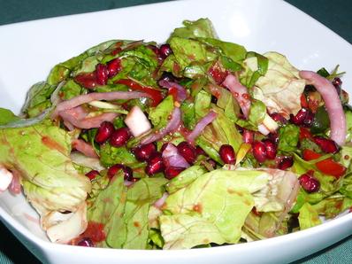Зелена салата с нар