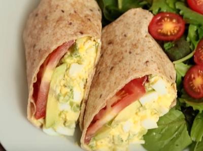 Дюнер с яйца и авокадо