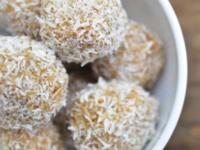 Домашни бонбони с фурми и кокос