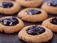 Фъстъчени бисквитки с шоколадов център