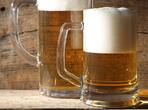 Защо пяната на бирата е бяла?
