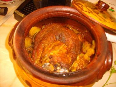 Свински джолан с картофи в гювеч