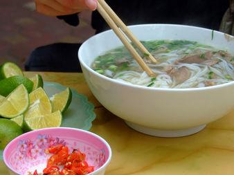 Фъ - виетнамската традиционна пилешка супа