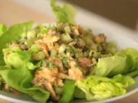 Зелена салата със сардини