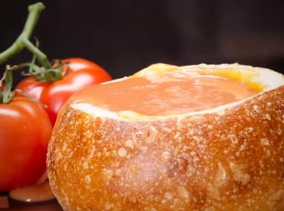 Доматена супа в хлебни купички