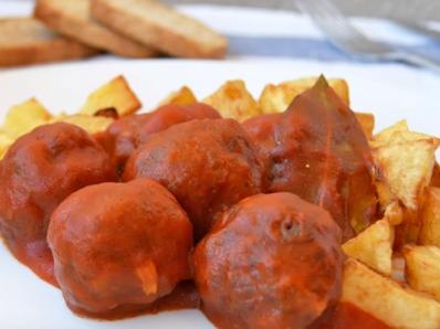 Кюфтенца с доматен сос по италиански