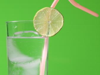 6 начина да подобрите вкуса на водата