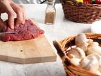 Задушено свинско с топено сирене, кисели краставички и гъби