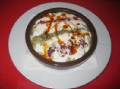Забулени яйца и галушки с чеснов сос