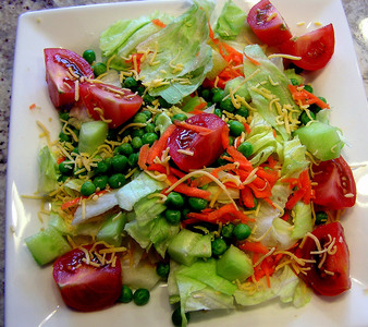 Съветите на Люба: Изпитани дресинг сосове за салати