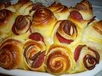 Тестени розички със салам и сирене