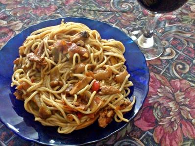 Спагети по китайски с пилешко месо