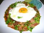 Кавърма, гарнирана с яйце