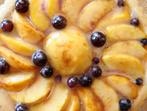 Сладоледена торта с праскови и грозде