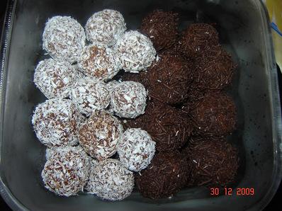 Шоколадови трюфели със сладко от дюли