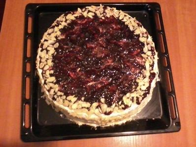 Домашна торта със сладко от боровинки