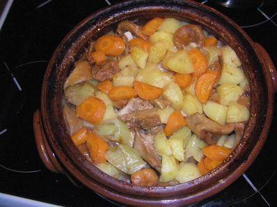 Гювеч с месо и зеленчуци