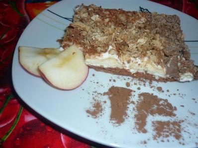 Бисквитена торта със сметана и течен шоколад